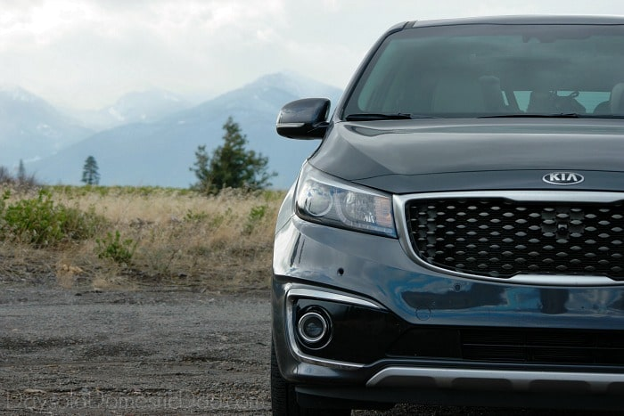 2016 Kia Sedona mtn side