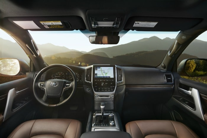2016 Toyota Land Cruiser int