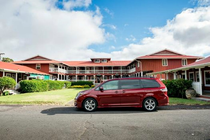 2015_Toyota_Sienna_002_62587_42747_low (2)