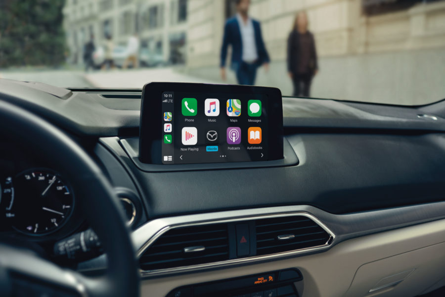 the dash of the 2020 Mazda CX-9, apple car play