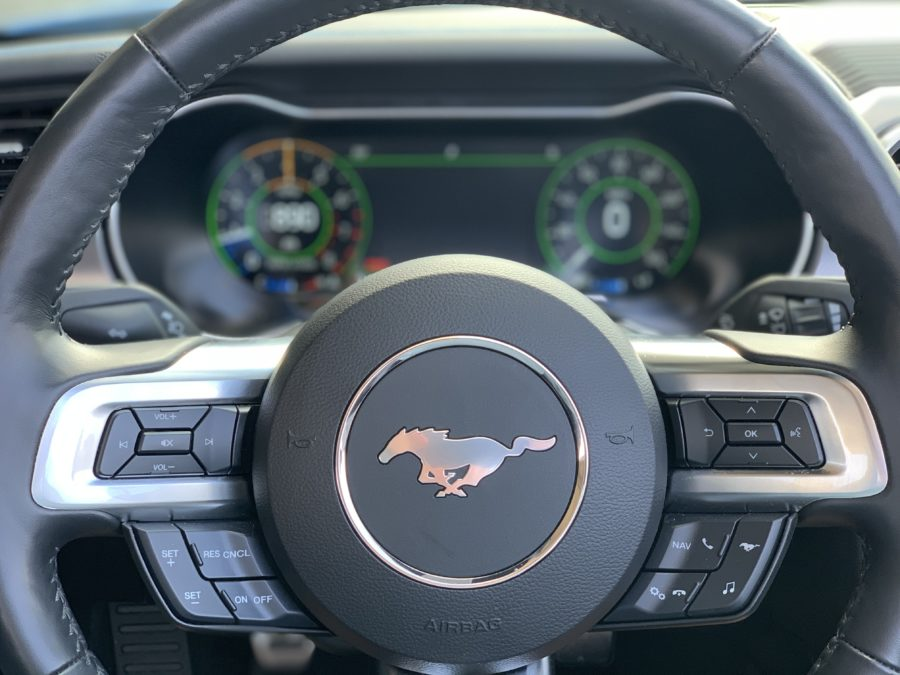 Steering wheel and gauges in the mustang convertible