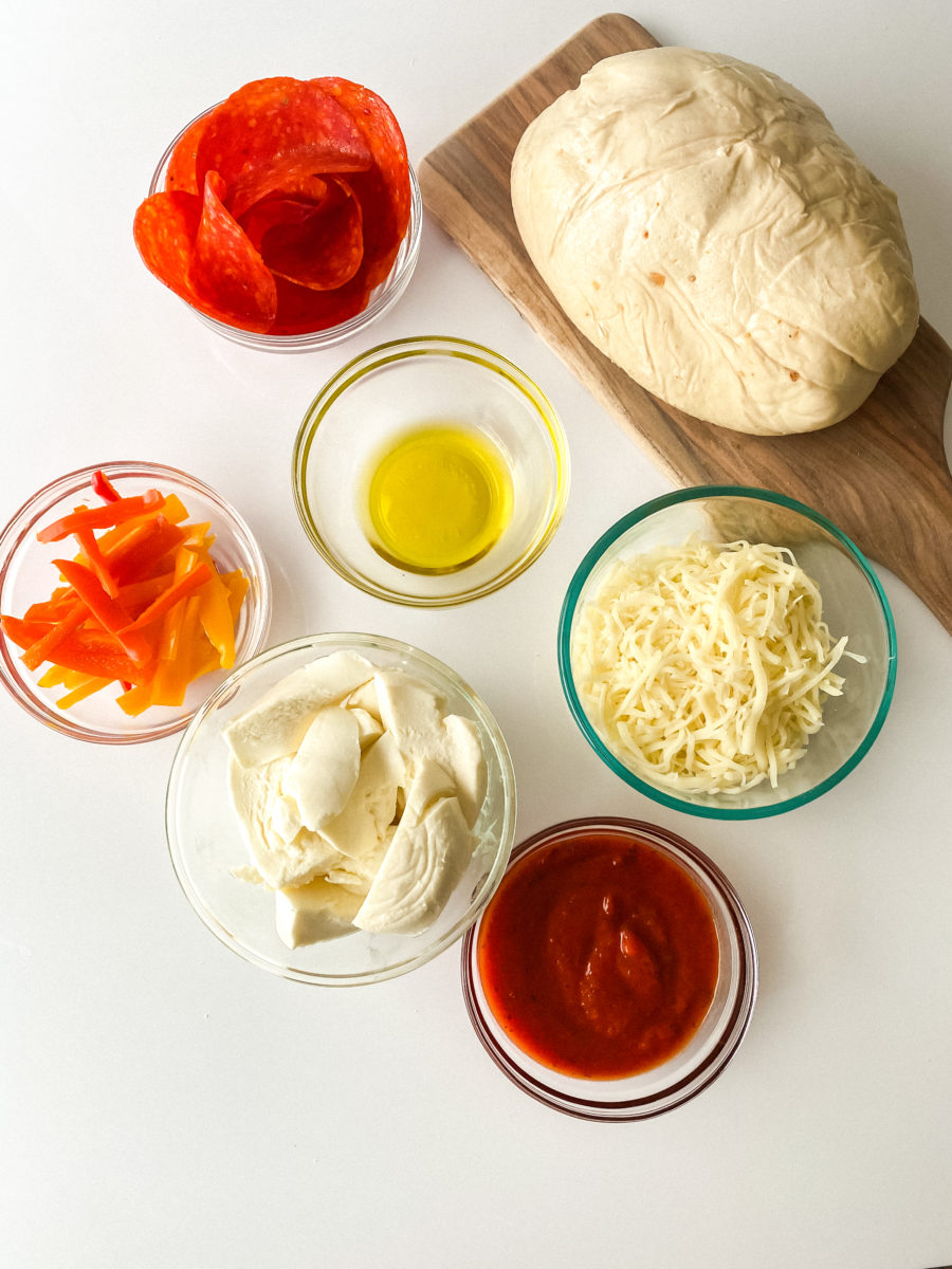 Ingredients for this Stuffed Crust Cast Iron Pizza recipe