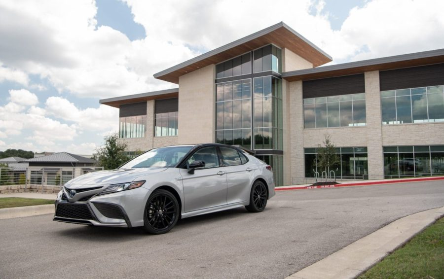 Top 6 Features of  the Toyota Camry Hybrid XSE