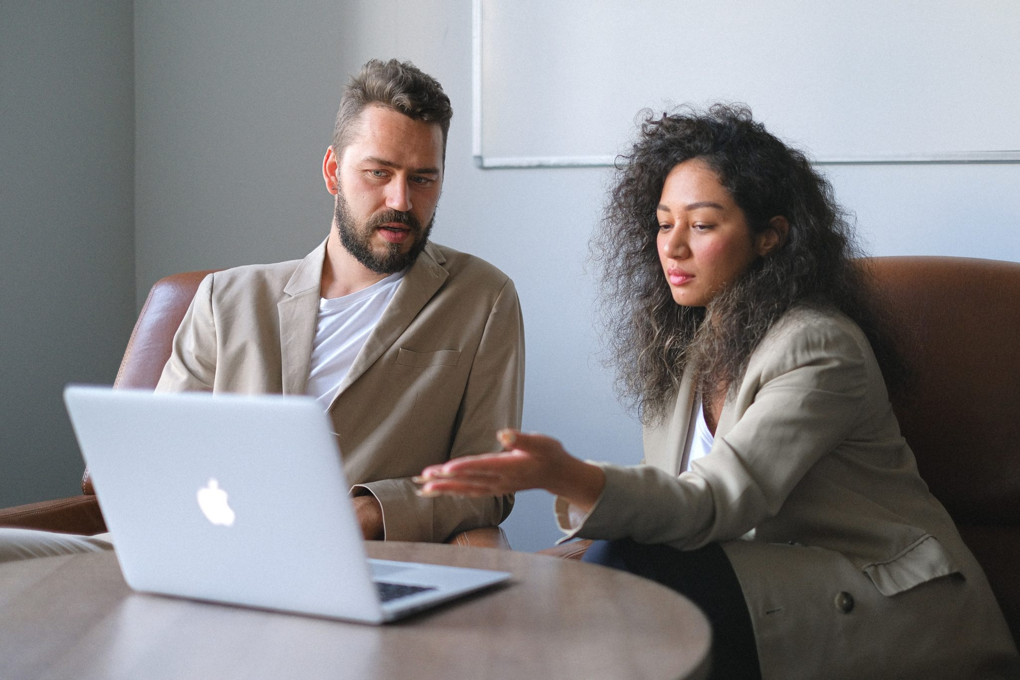 Reasons Why You Need Both Employee Onboarding and Orientation Programs